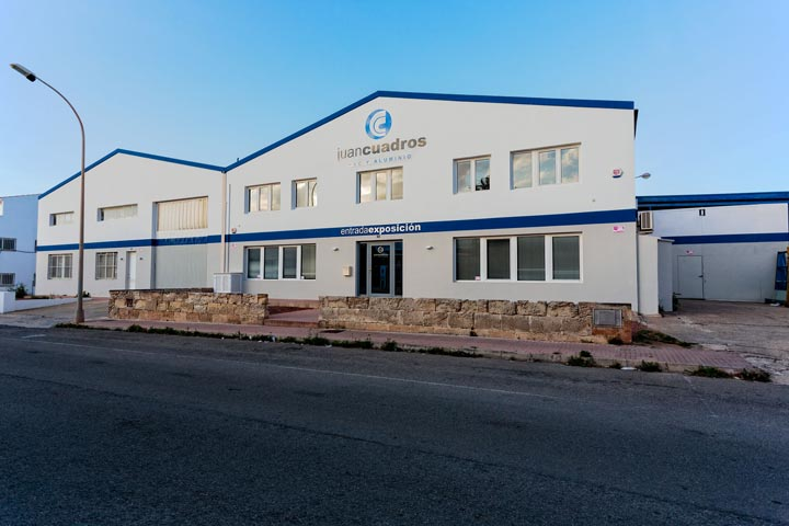 Frontal de carpintería Juan Cuadros. Carpintería de Aluminio Menorca, Ciutadella